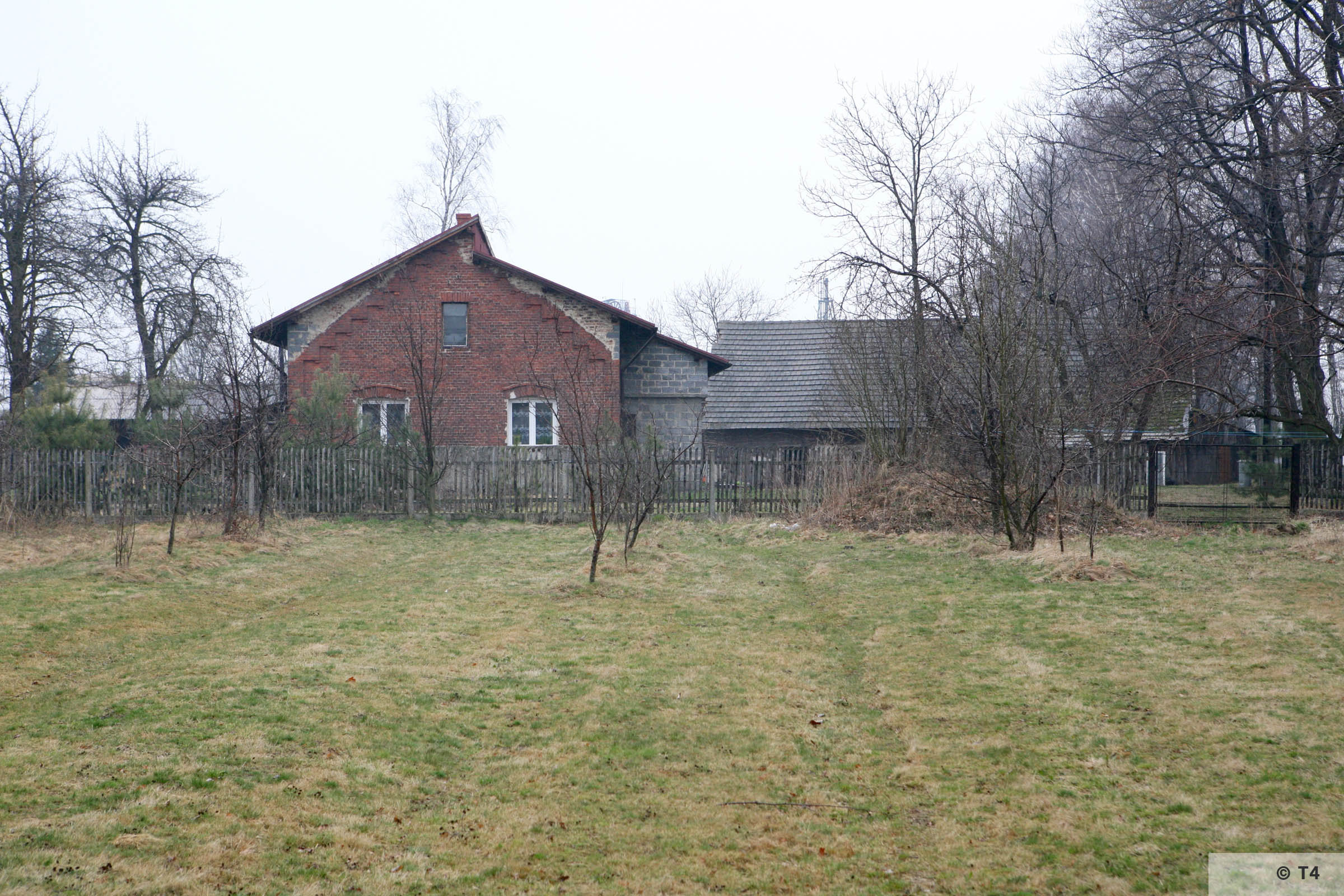 Adapted building in Budy village. 2007 T4 3816