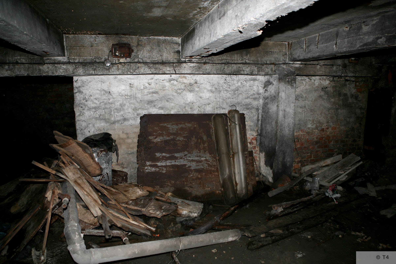Air raid bunker 2006 T4 3829