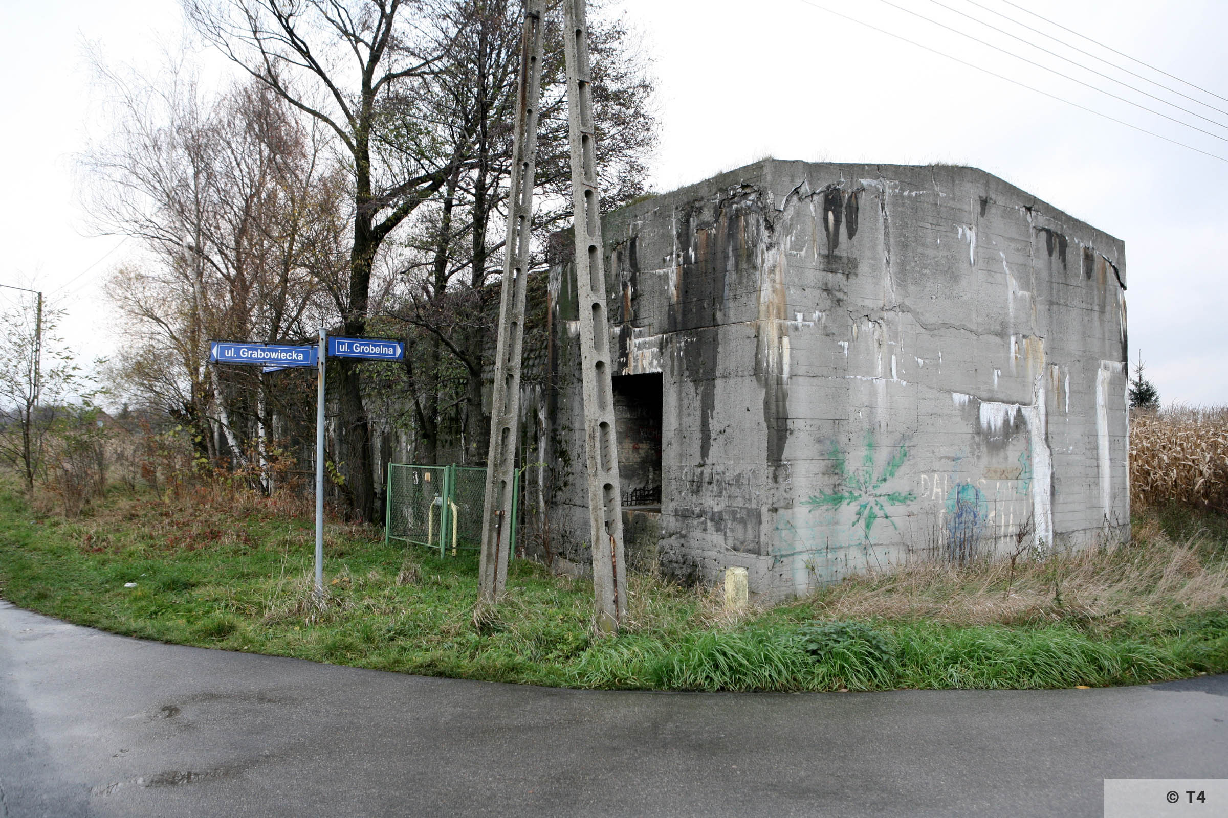 Air raid shelter at the intersection of ul Iglasta and ul Grobelna. 2008 T4 3204