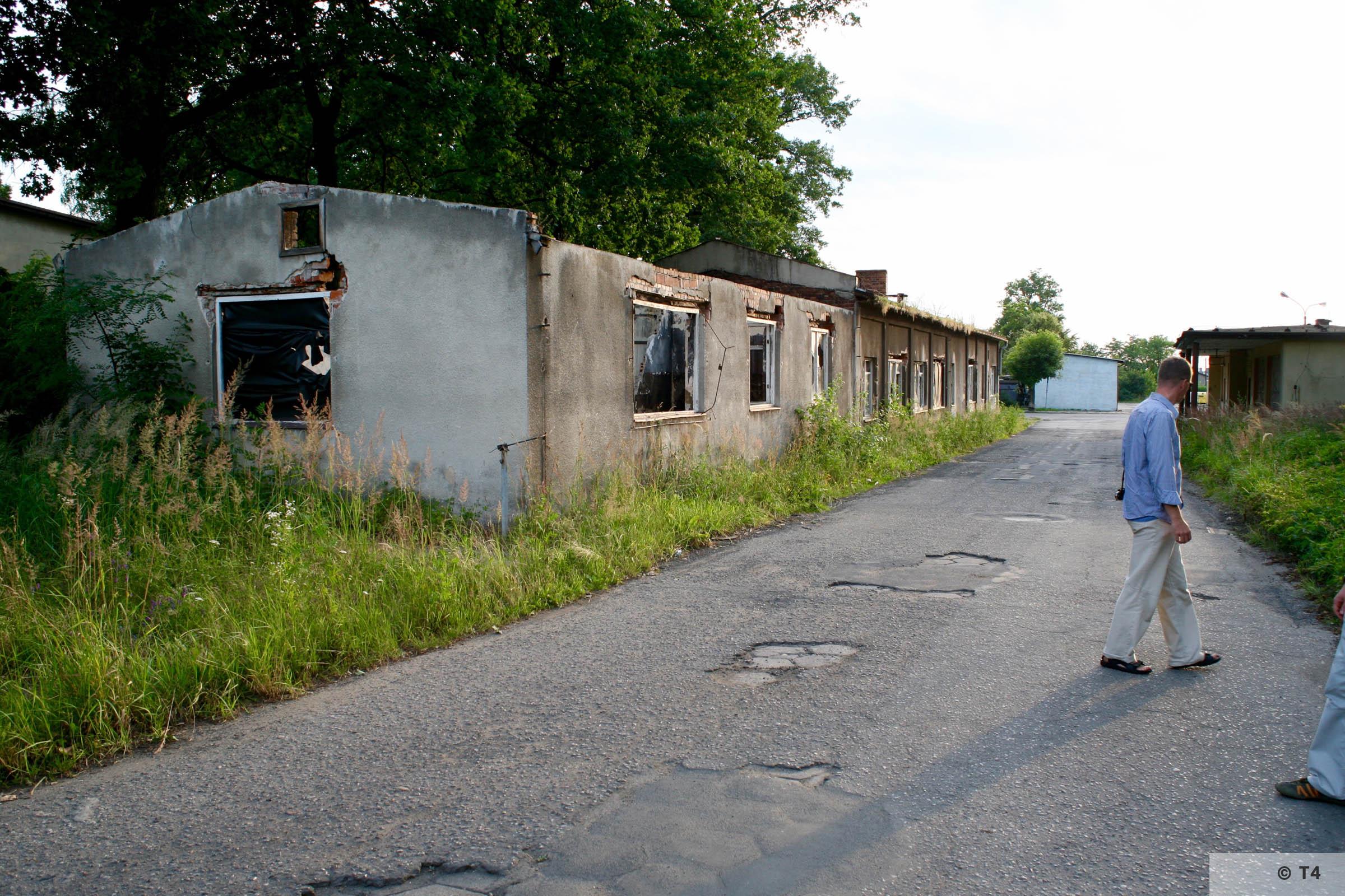 Andrzej III mine shaft in Jawiszowice. Barracks in front. 2007 T4 9072