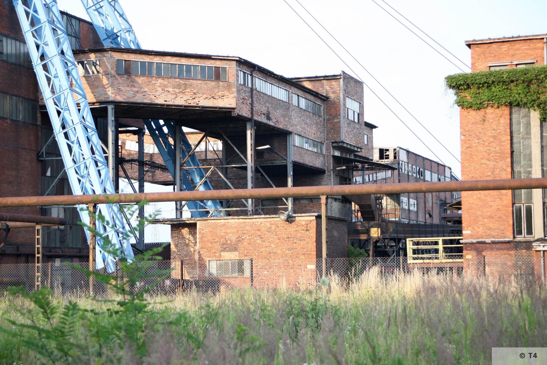 Andrzej III mine shaft in Jawiszowice. Coal reloading bridges. 2007 T4 9057