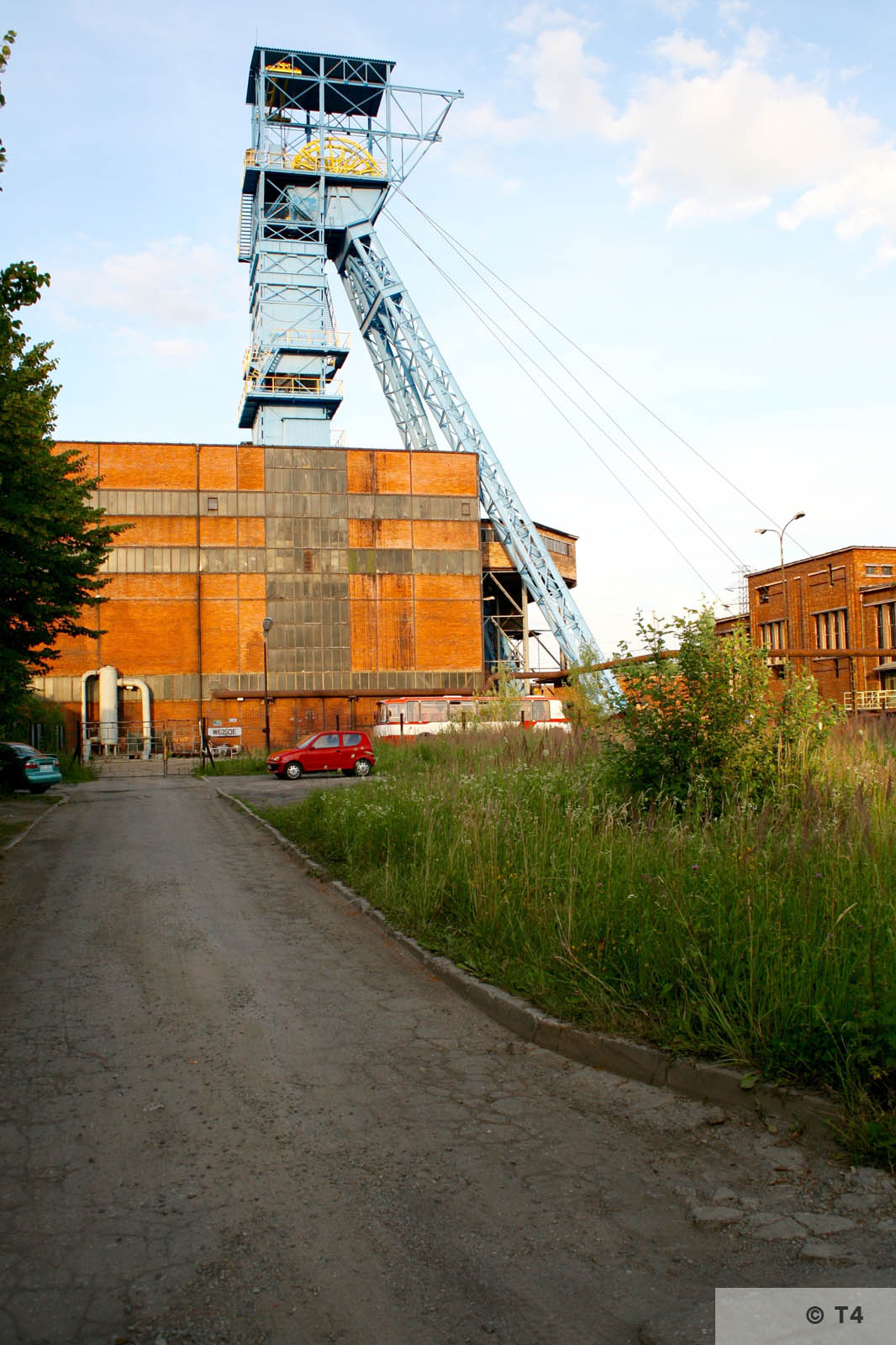 Andrzej III mine shaft in Jawiszowice. Hoisting tower. Engine hall on the right. 2007 T4 9051