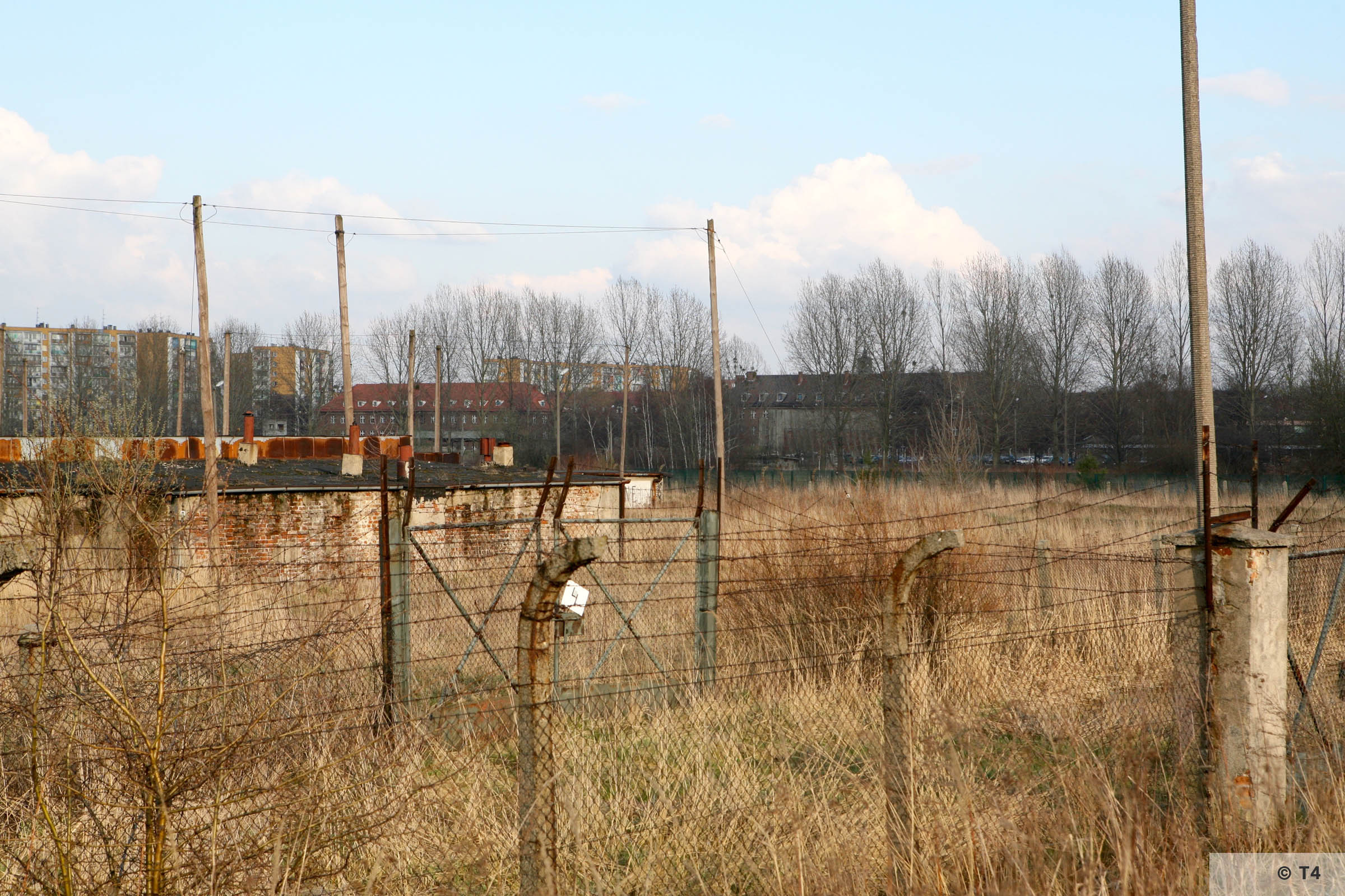 Area of former Holzgas factory and bunkers. 2007 T4 6079