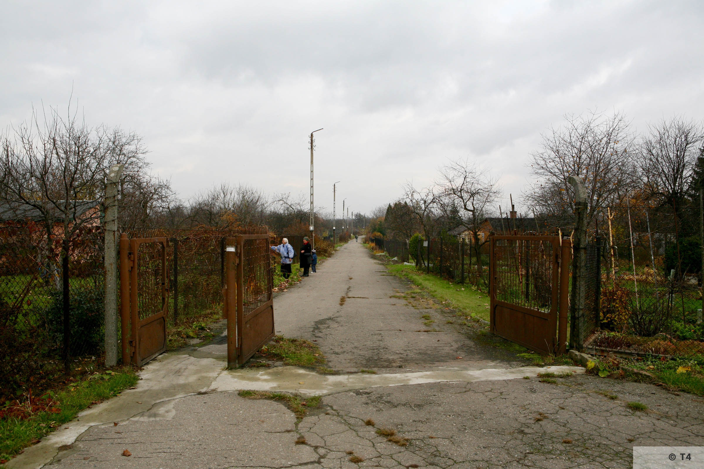Area of former sub camp Glelwitz IV now allotments. 2007 T4 3021