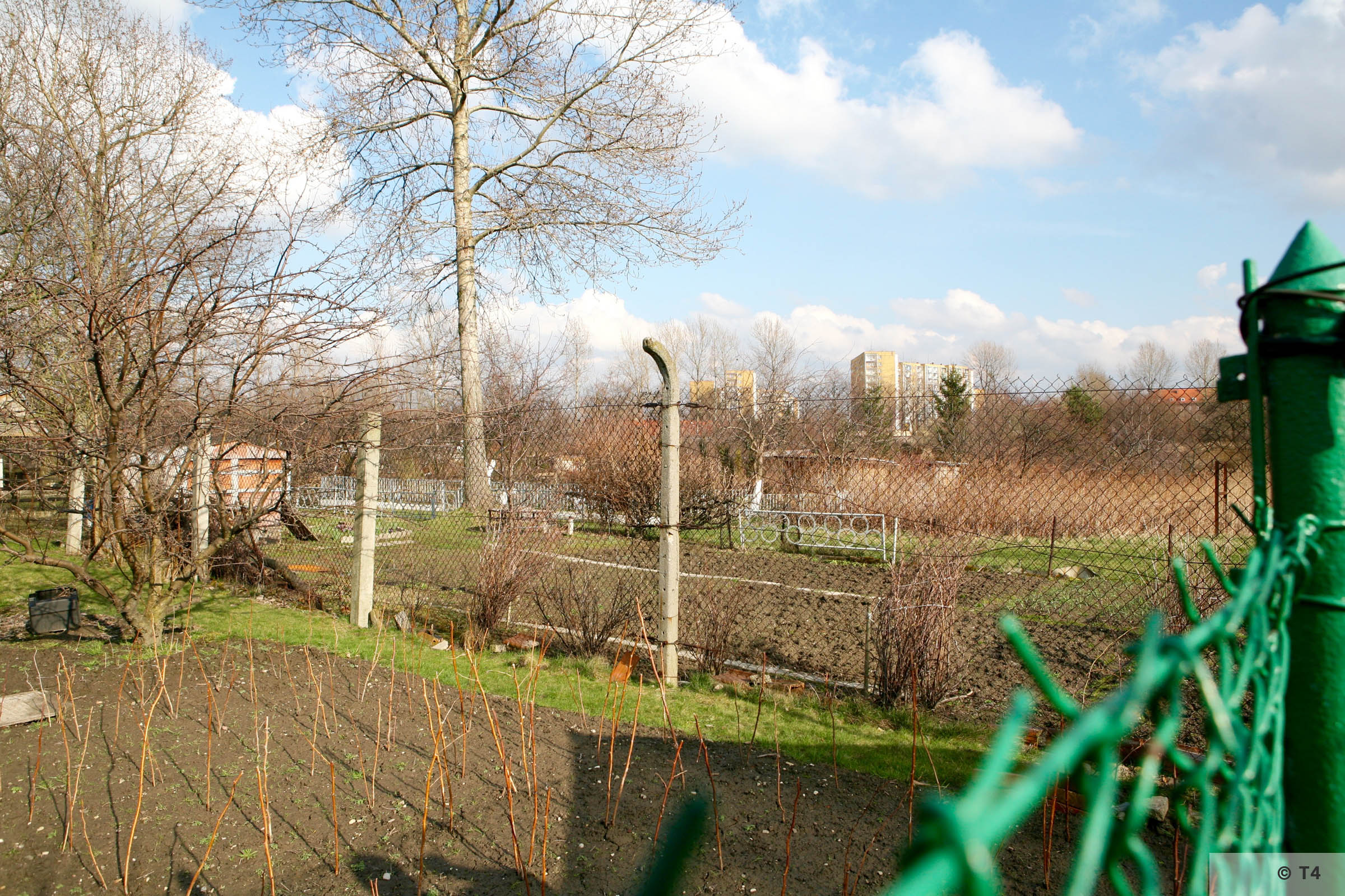 Area of former sub camp Glelwitz IV now allotments. 2007 T4 6010