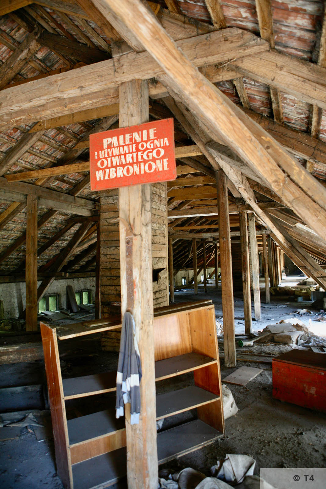Attic of single storey stable block where prisoners lived. 2007 T4 9336 2