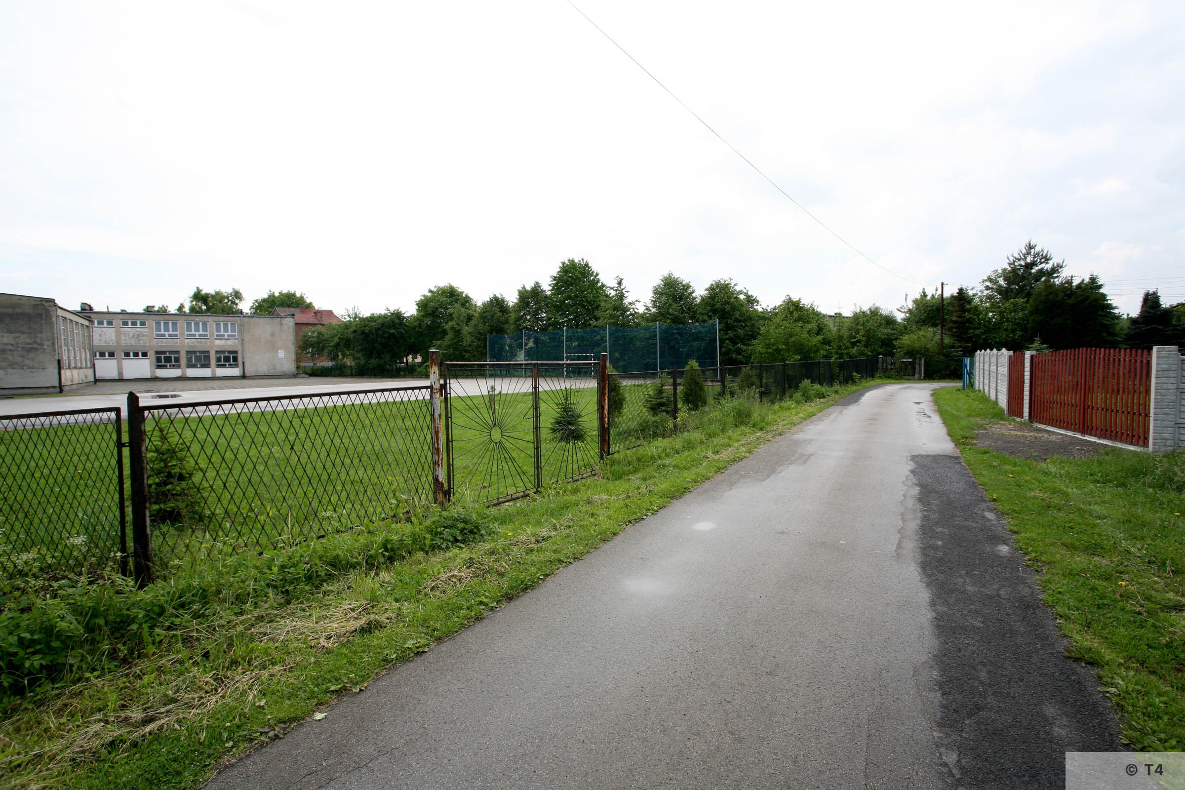 Babice School and concrete sports ground. 2006 T4 4914