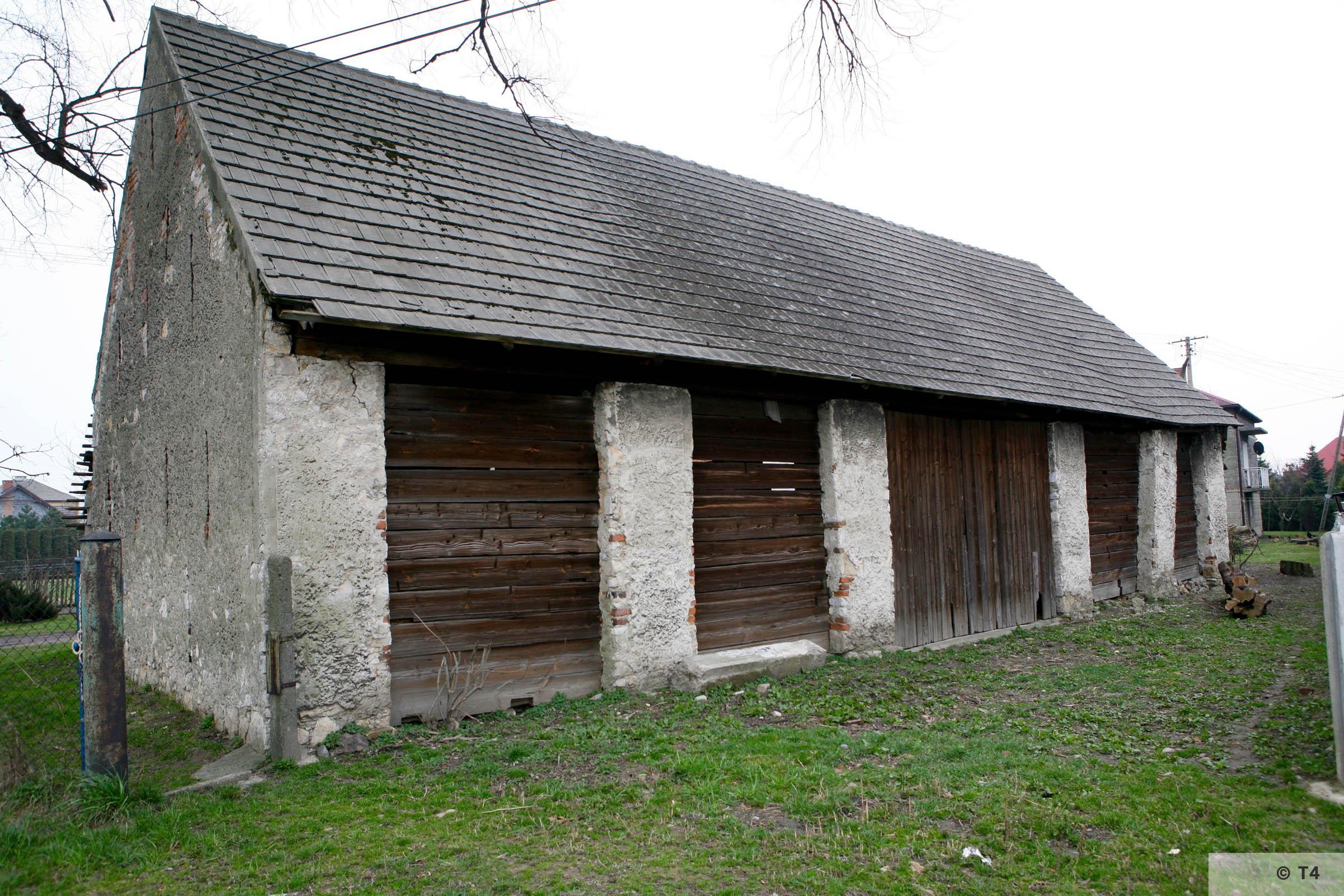 Barn in Babice village 2007 T4 3752