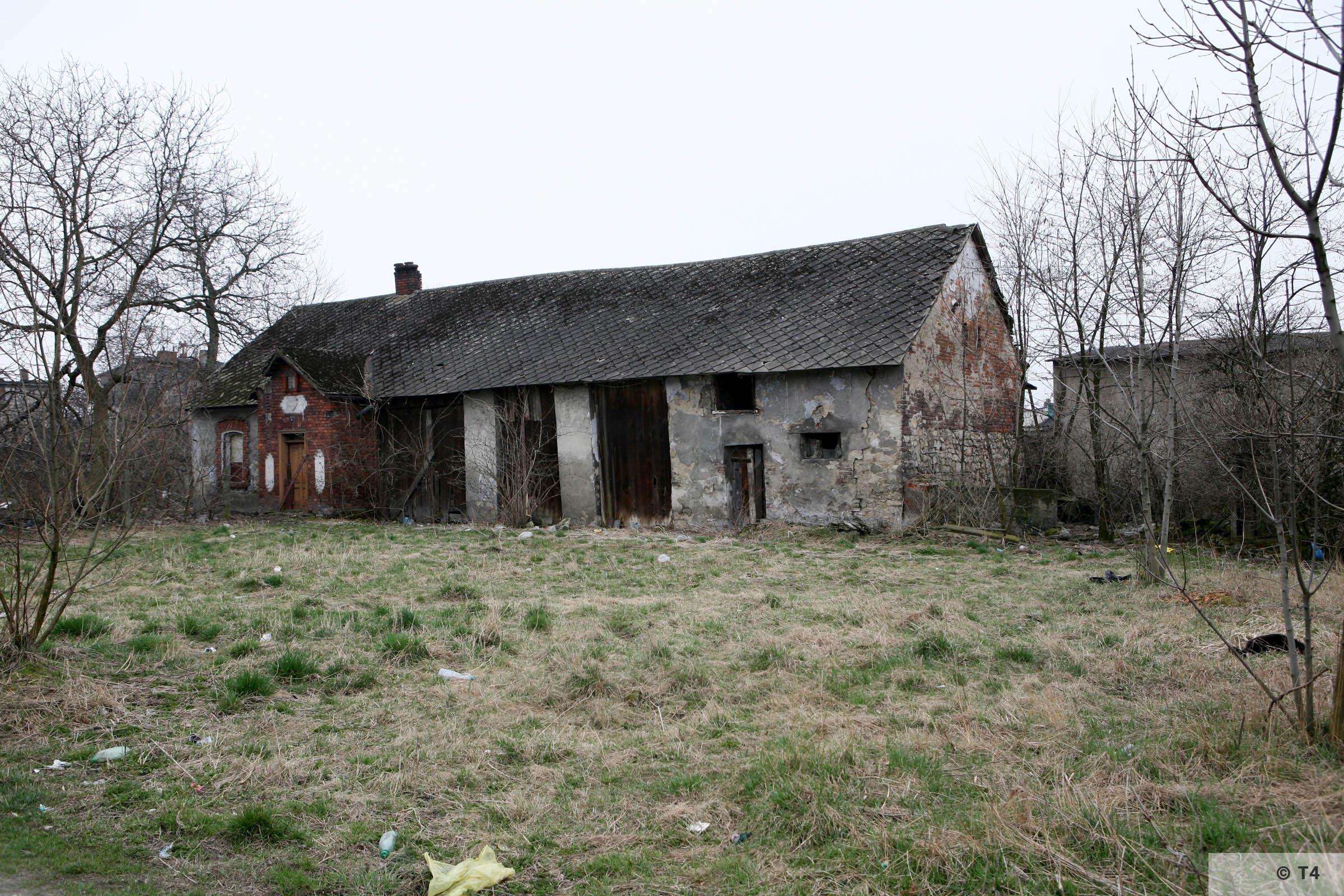 Barn in Babice village 2007 T4 3757
