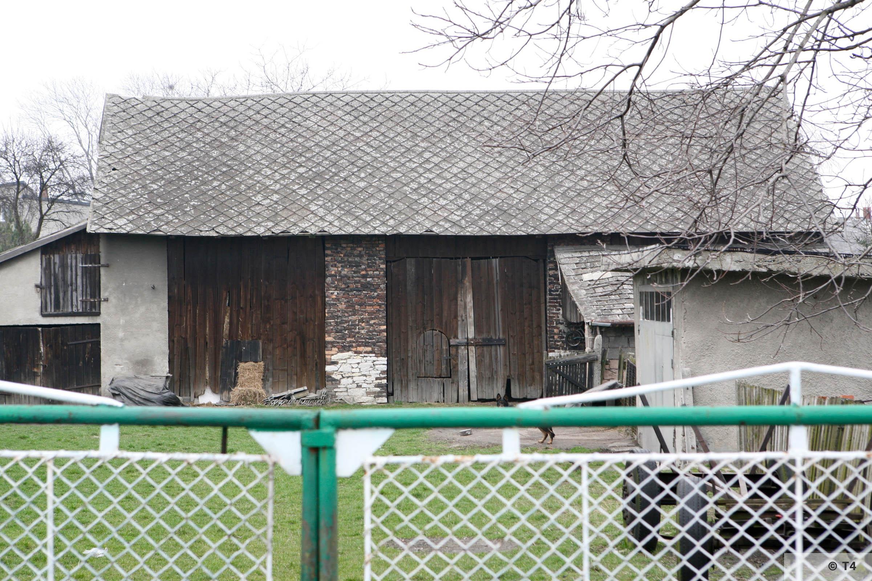 Barn in Babice village 2007 T4 3761