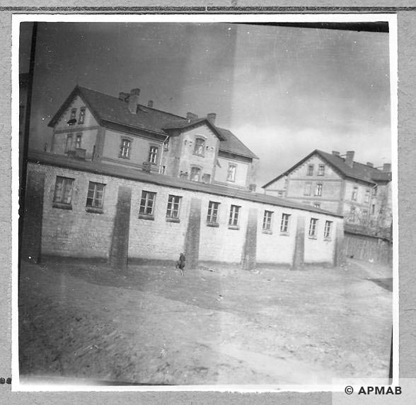 Barrack for SS men Obierzowa colony in the background. 1959. APMAB 4393