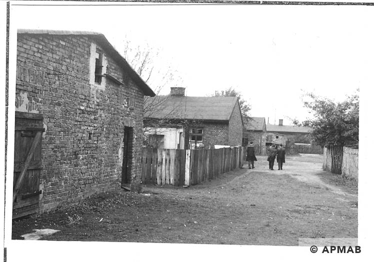 Bathhouse and barrack for prisoners. 1967 APMAB 11214