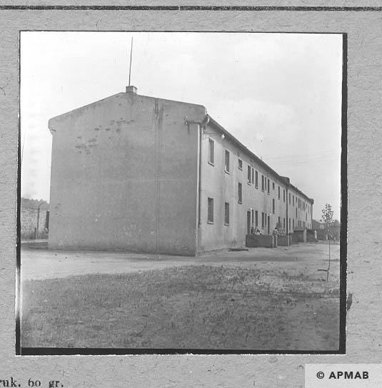 Brick biulding where prisoners lived 1963 APMAB 5673