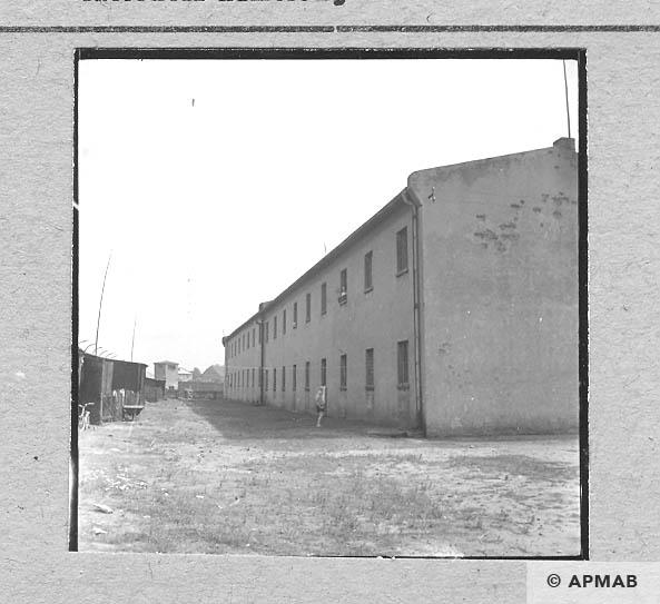 Brick biulding where prisoners lived 1963 APMAB 5674