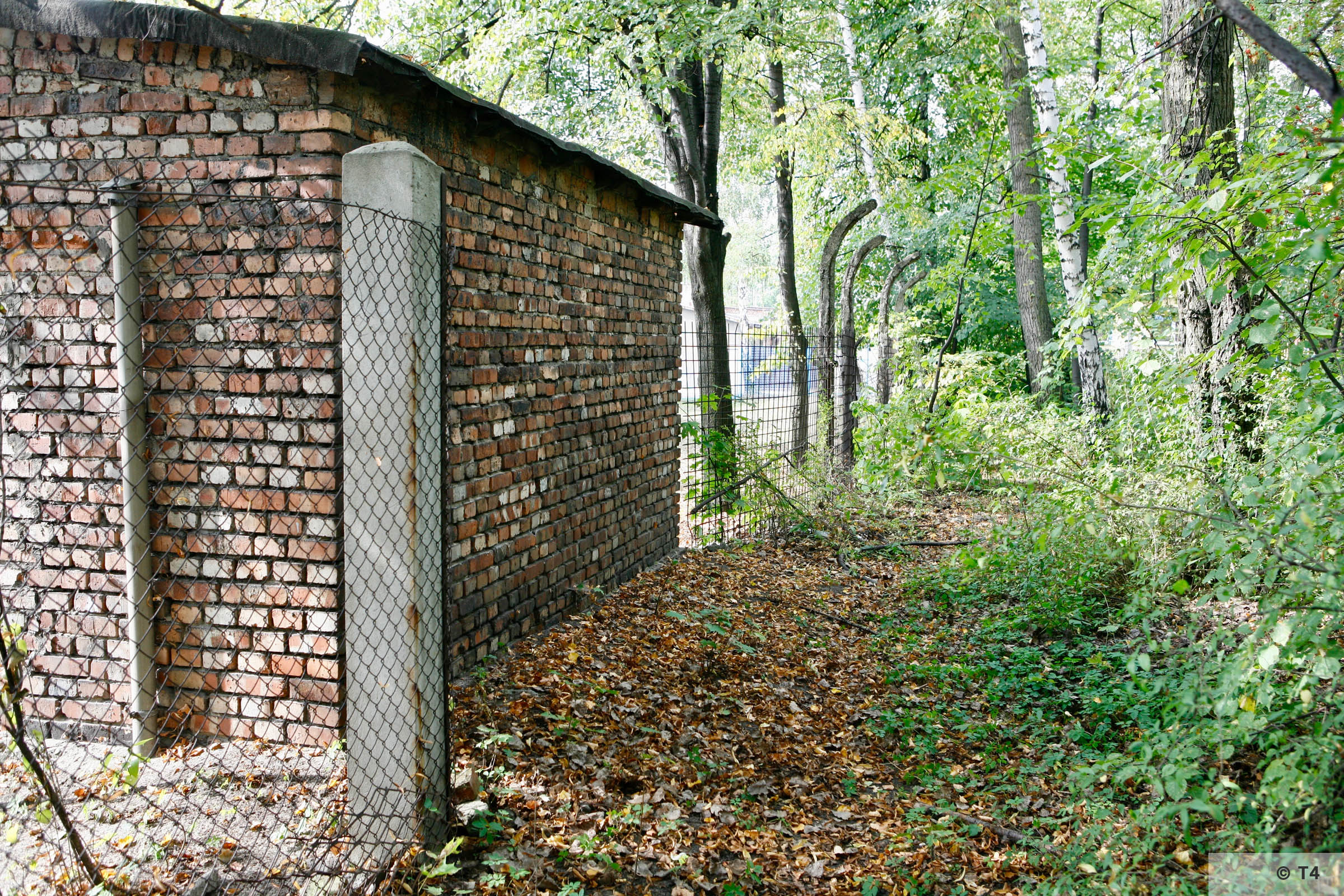 Brick building near the former Blockführerstube near the camp main entrance gate and remnants of camp fence. 2006 T4 2822