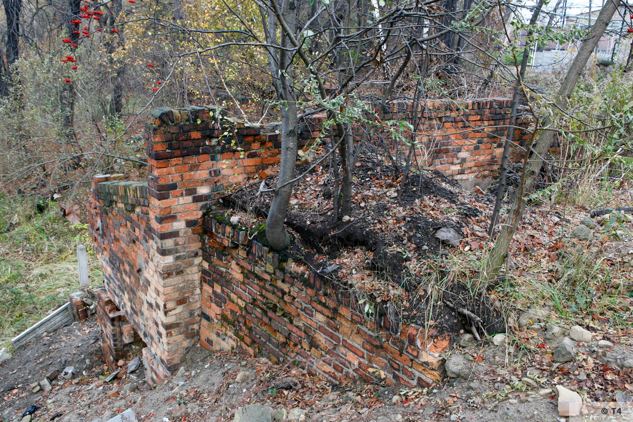 Brick building near the stairs from the labour and sub camp to the steel works. 2006 T4 4810