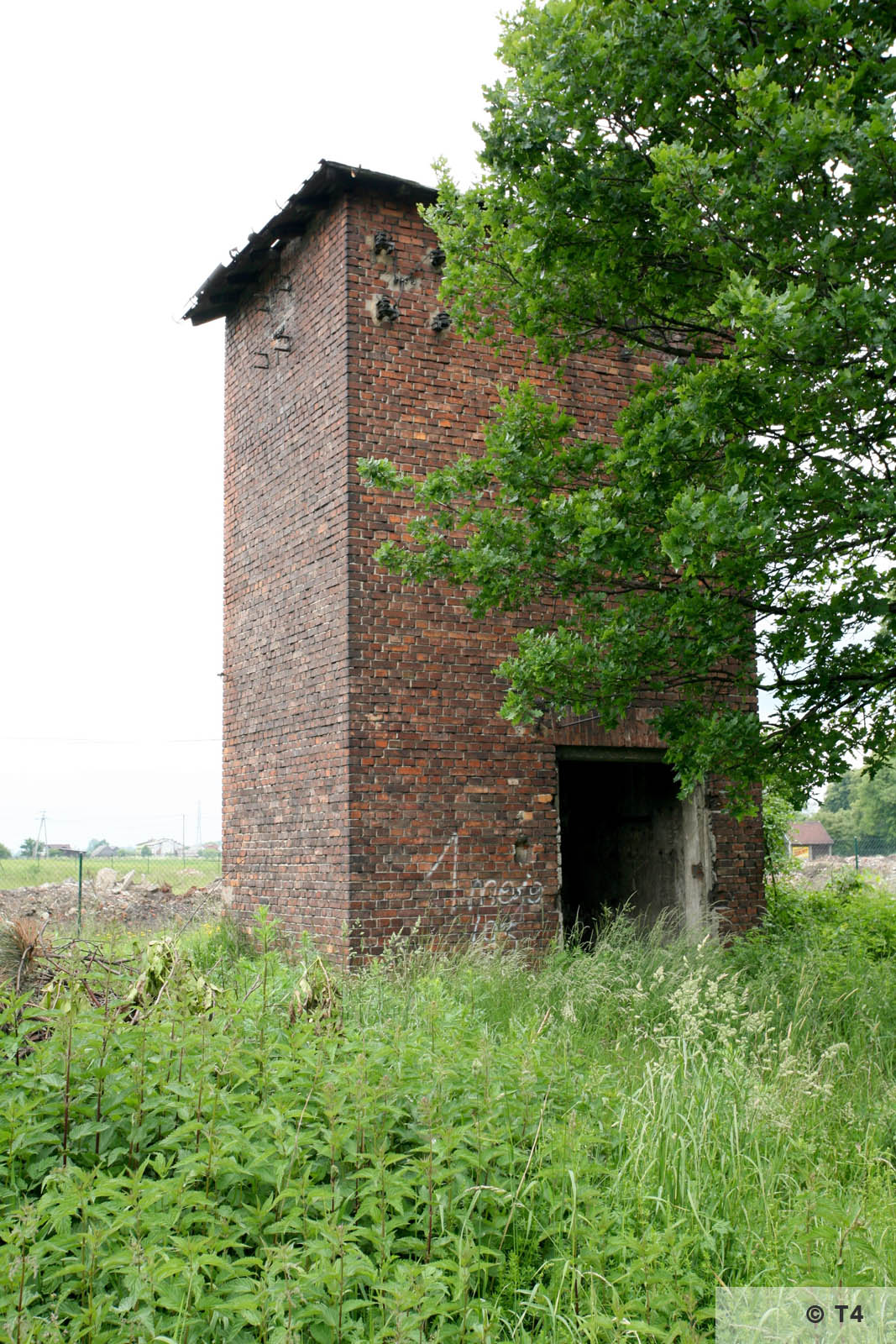 Brick guard tower along ul Fabryczna. 2006 T4 4763