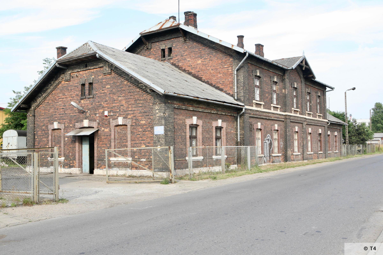 Buiilding near Trzebina railway station. 2007 T4 4742