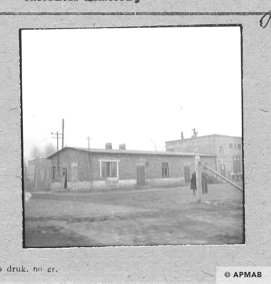 Building of Blockführerstube close to the main gate. 1959 APMAB 6472