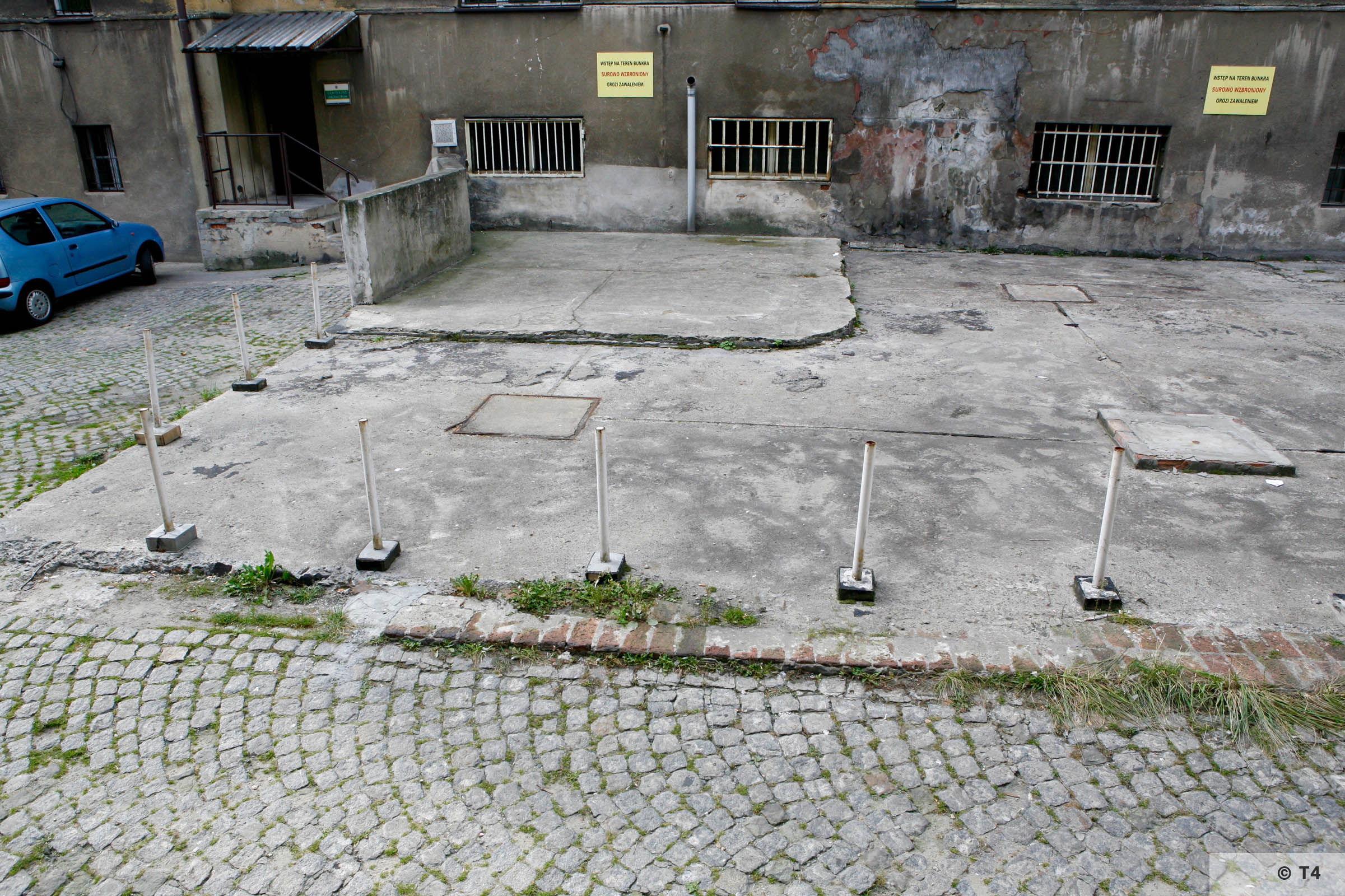 Building of the former Gestapo Headquarters in Katowice. Area of air raid bunker. 2006 T4 3740