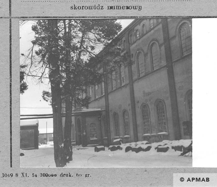 Building where prisoners lived. 1966 APMAB 9257