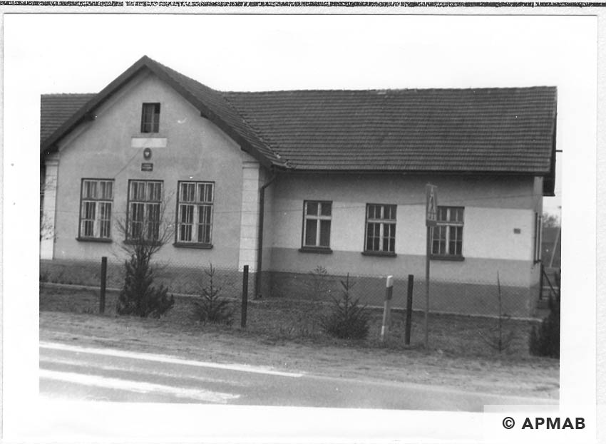Building which was a part of the camp in Rajsko. 1993 APMAB 21748 2