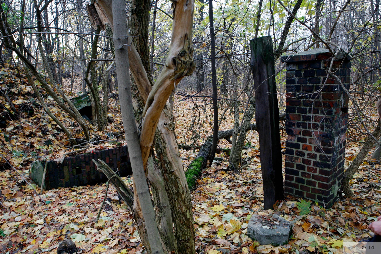 Camp gates. 2006 T4 4766