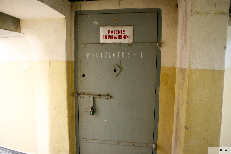 Cellar of former Gestapo headquarters in Katowice. Former prisoner cells. 2006 T4 3748