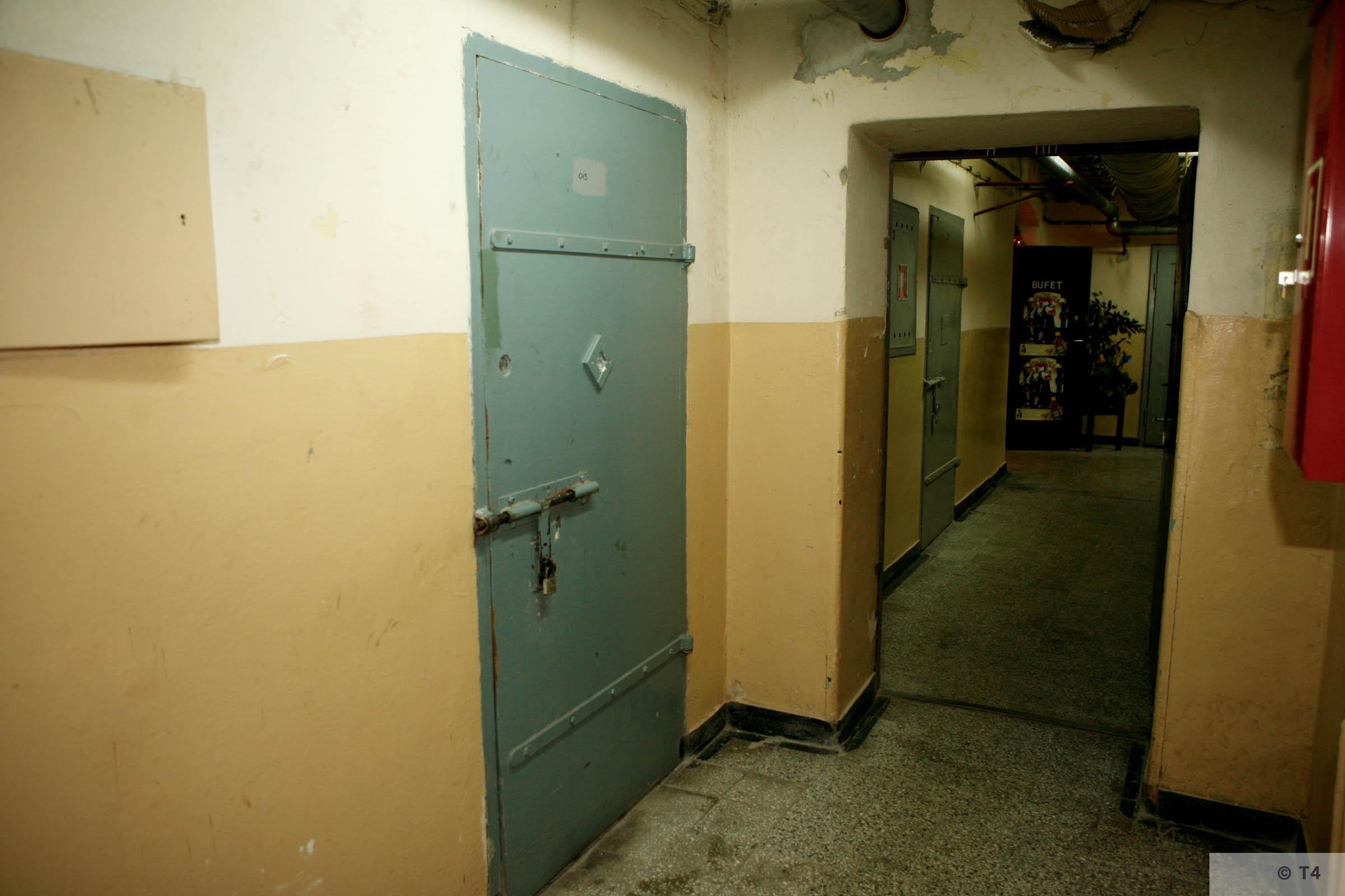 Cellar of former Gestapo headquarters in Katowice. Former prisoner cells. 2006 T4 3757