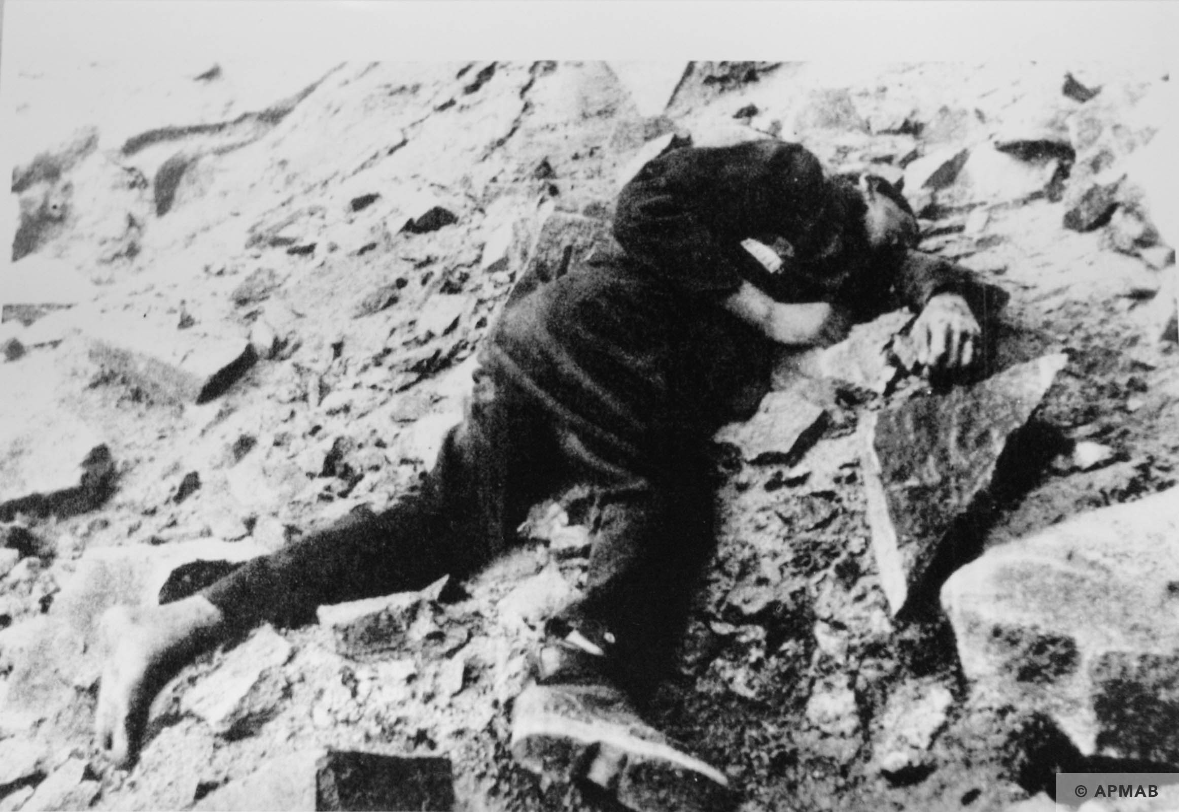 Dead prisoner in the quarry. 1944 APMAB