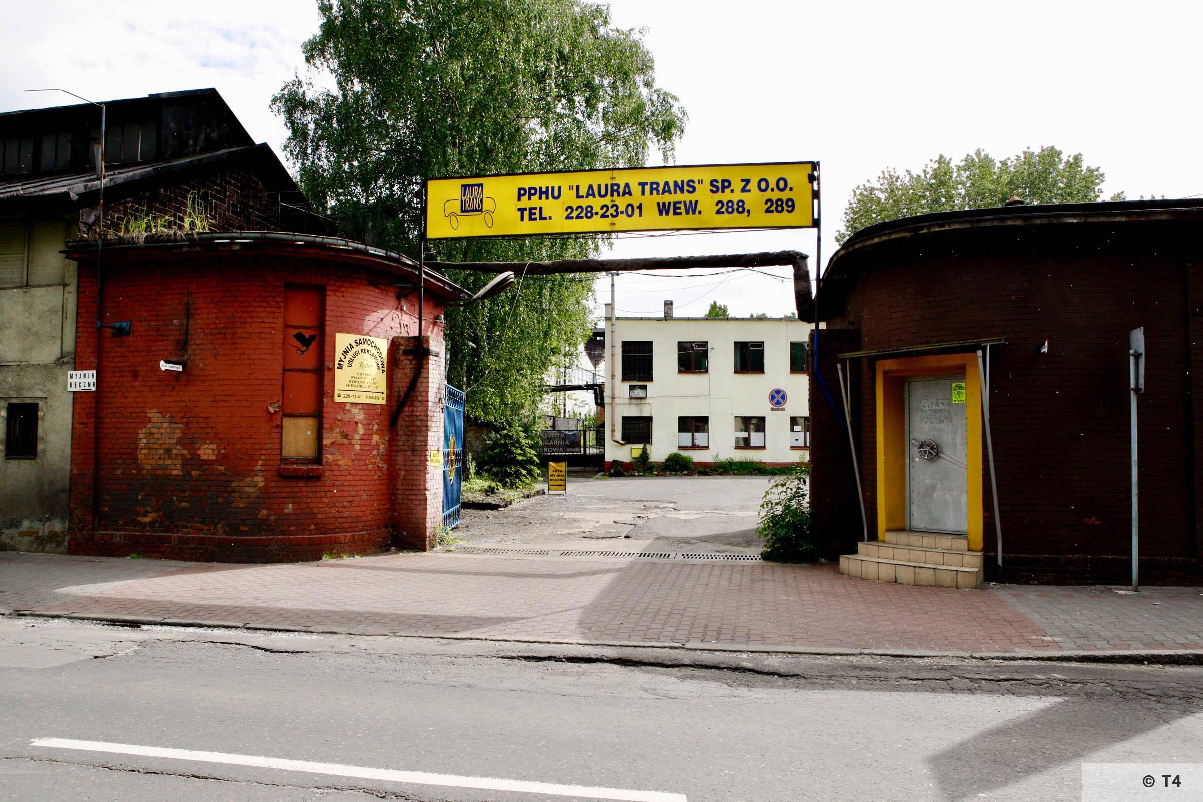 Entrance gate to Arbeitslager Laurahütte. 2007 T4 6323
