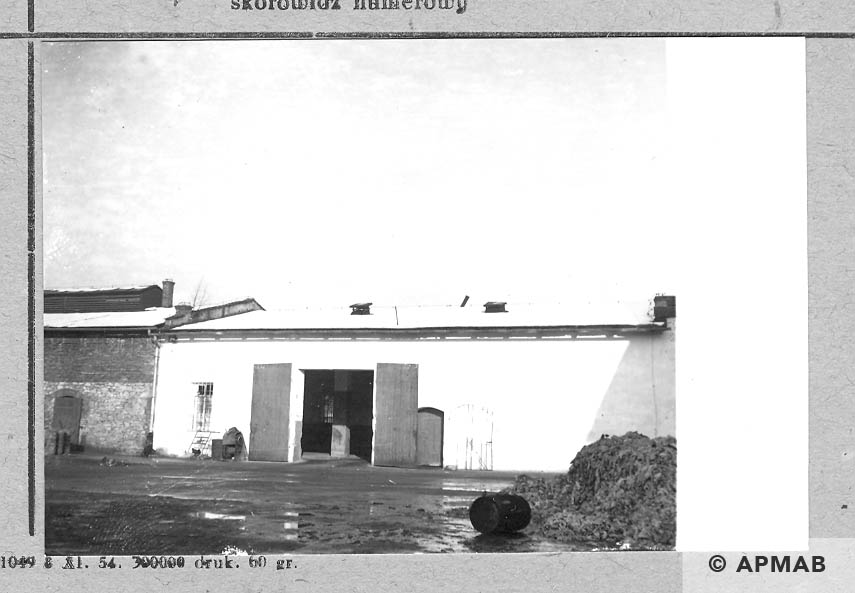 Entrance to the accomodation building for prisoners.1966 APMAB 10178