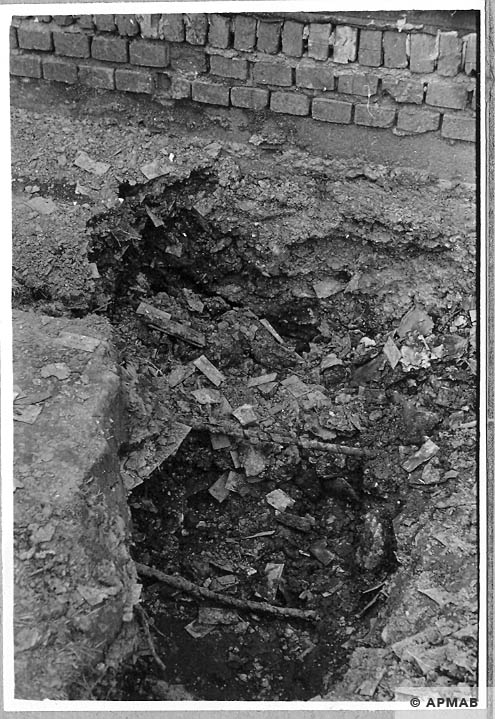 Excavations carried out in the sub camp. 1966 APMAB 10044