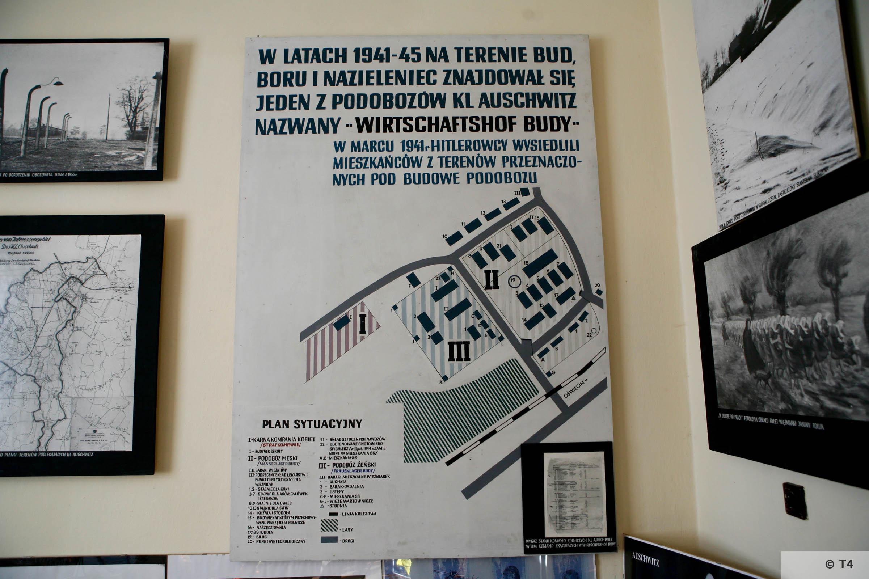 Exhibition in Budy School. 2006 T4 4925
