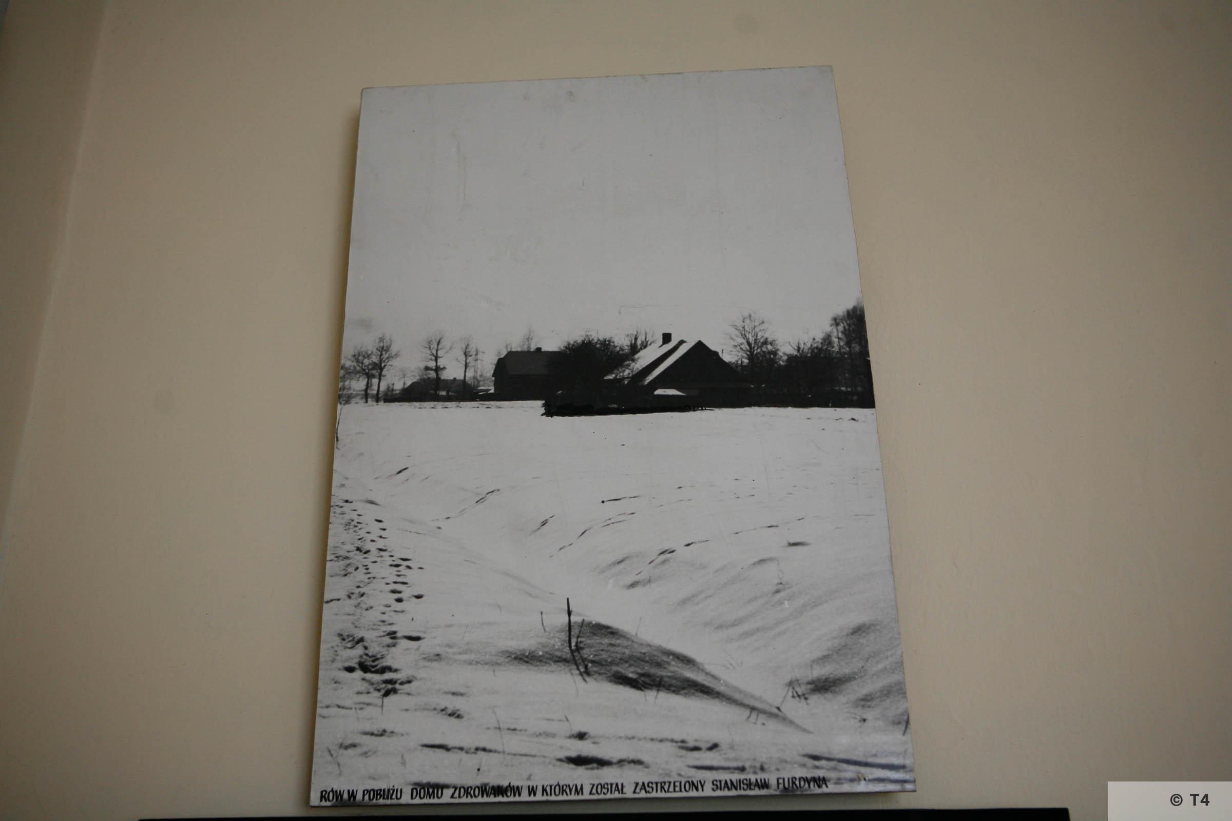 Exhibition in Budy School. 2006 T4 4934