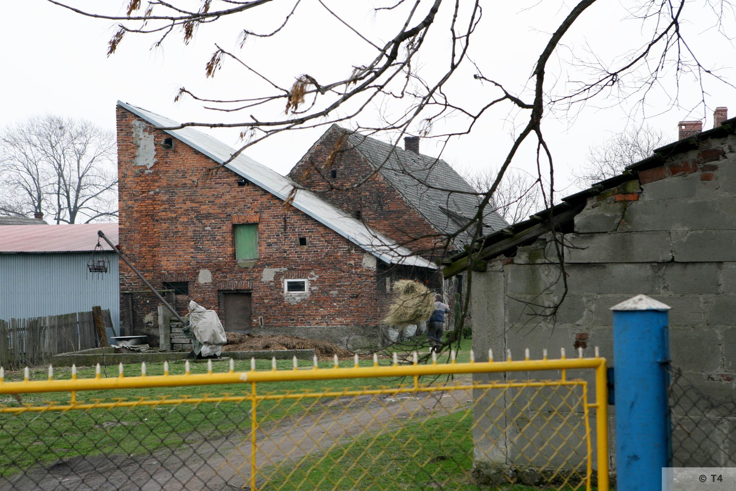 Farm buildings Babice village 2007 T4 3750