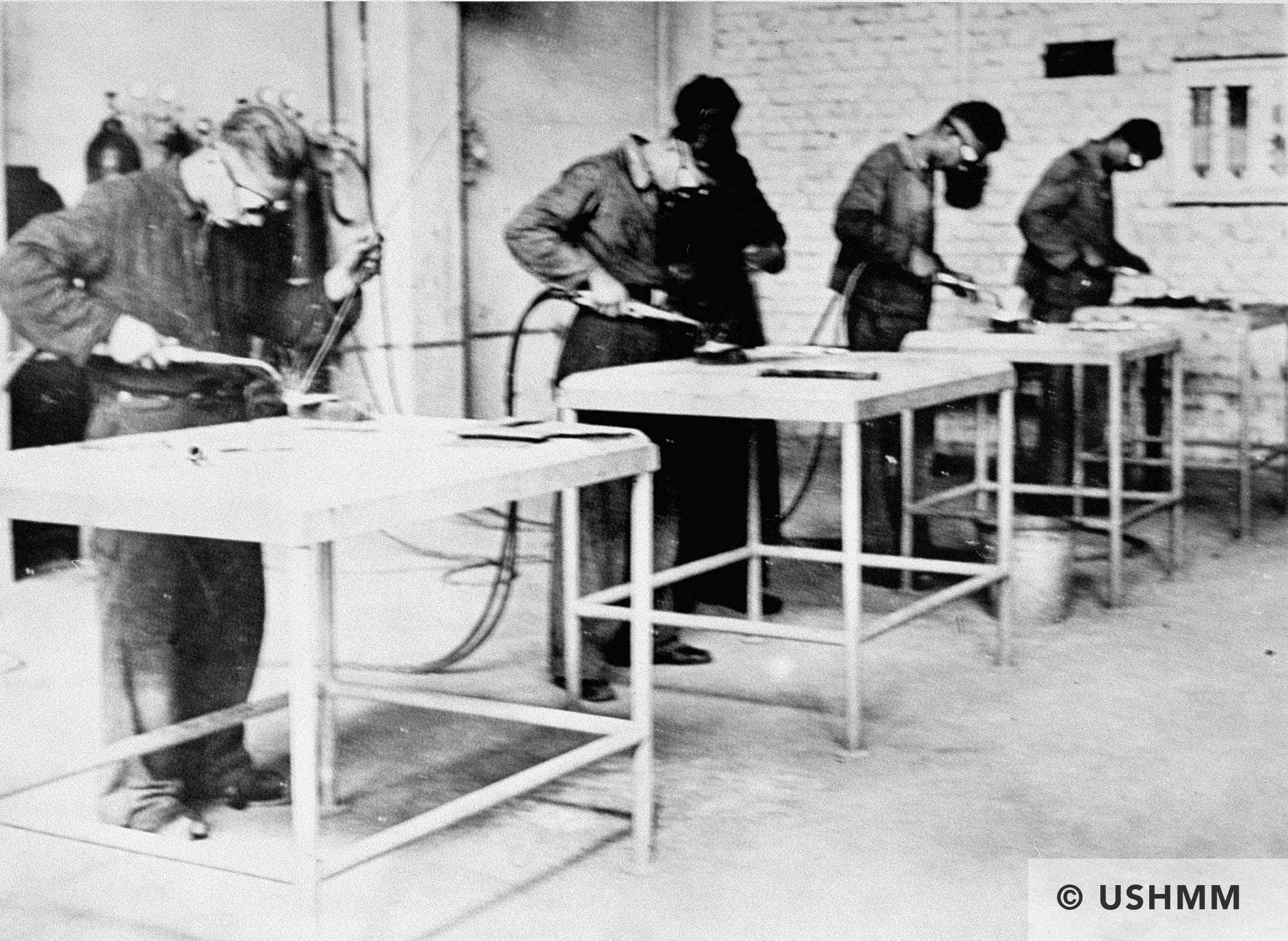 Forced labour in a workshop in Monowitz. USHMM 78607