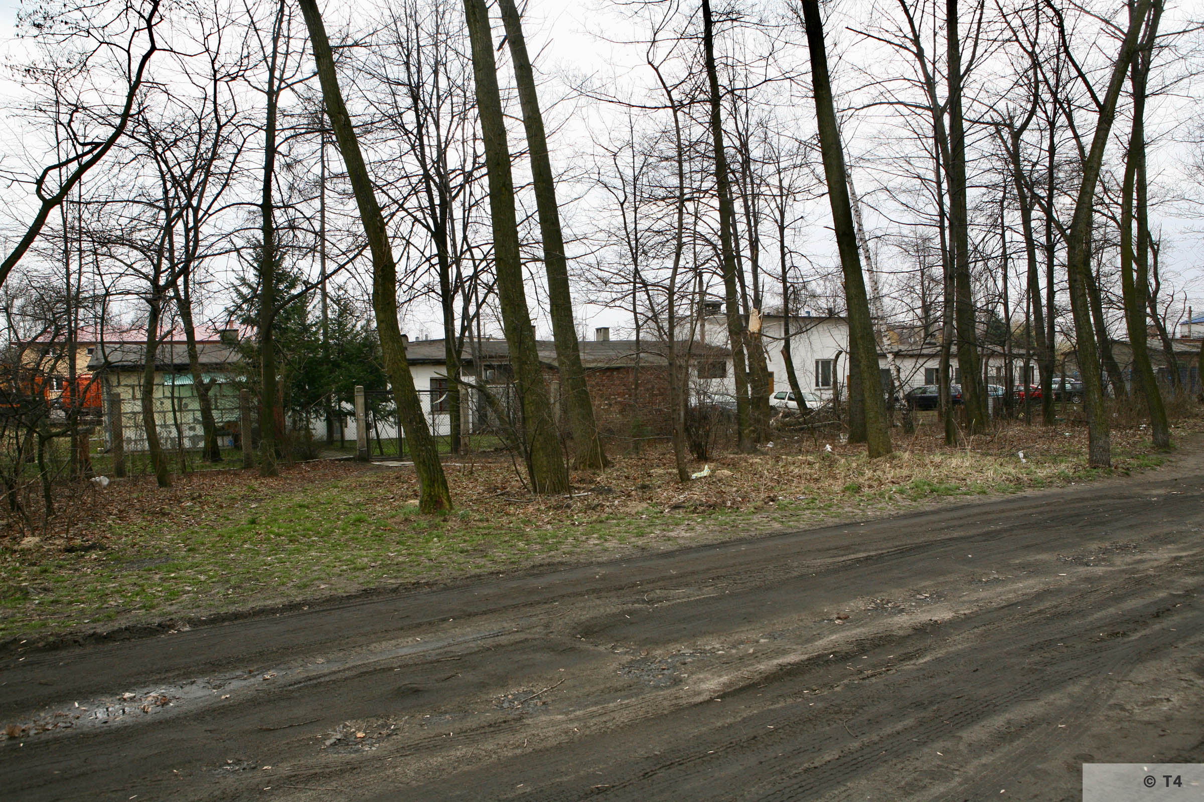 Former Blockführerstube near the camp main entrance gate and remnants of camp fence. 2007 T4 6199