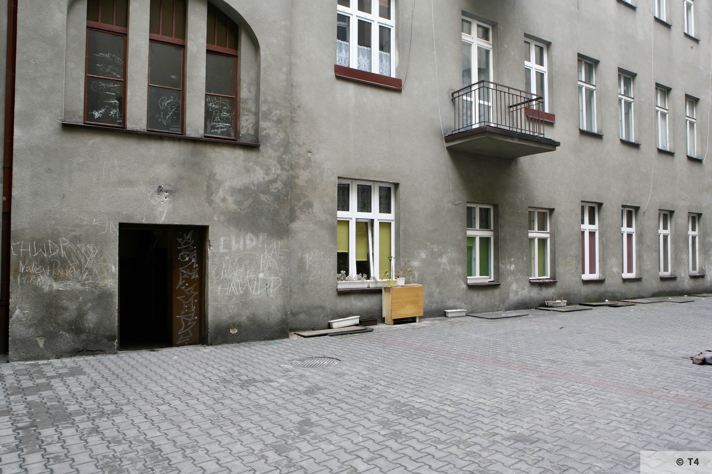 Former Central Jewish Communities Headquarters courtyard in Sosnowiec. 2007 T4 4284_2