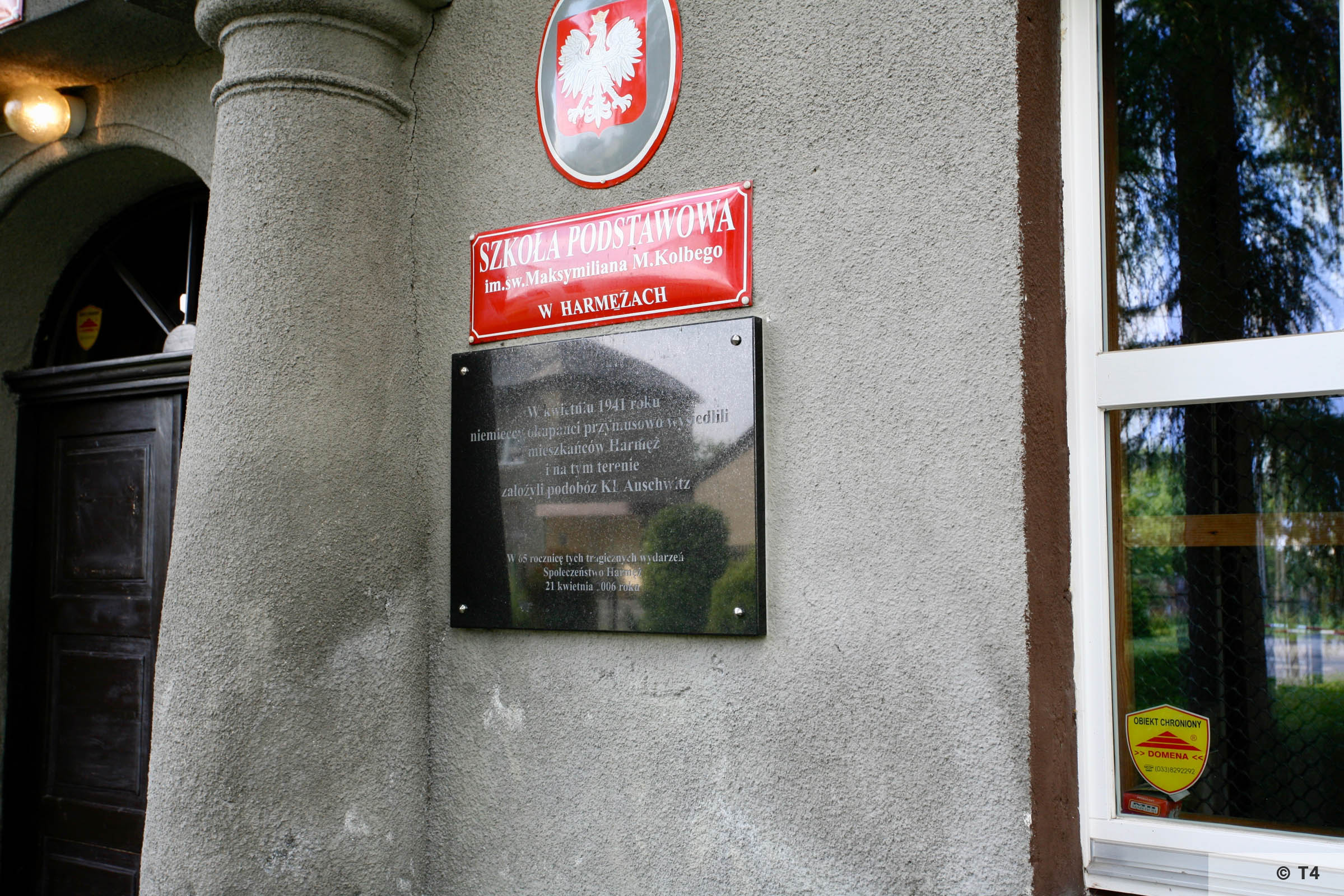 Former Gustav Zwilling Villa now primary school. Memorial plaque. 2006 T4 5065