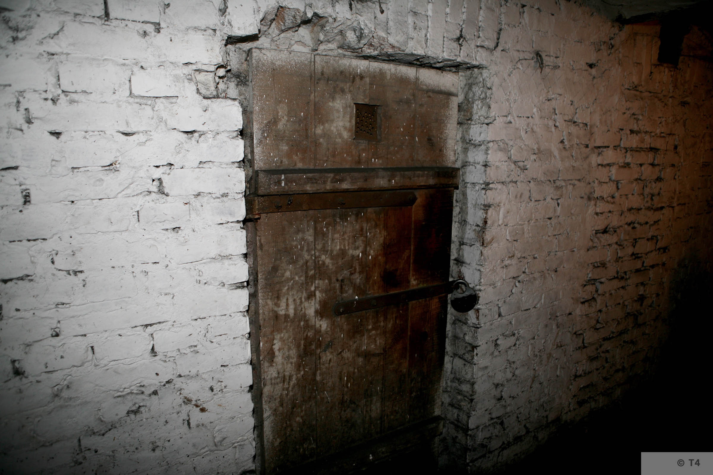 Former prisoner cells in the basement of the administration building and prisoner accomodation. 2008 T4 4559