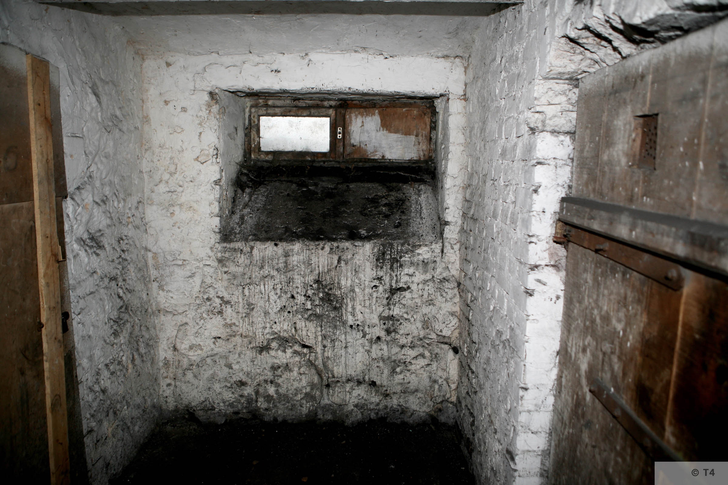 Former prisoner cells in the basement of the administration building and prisoner accomodation. 2008 T4 4561