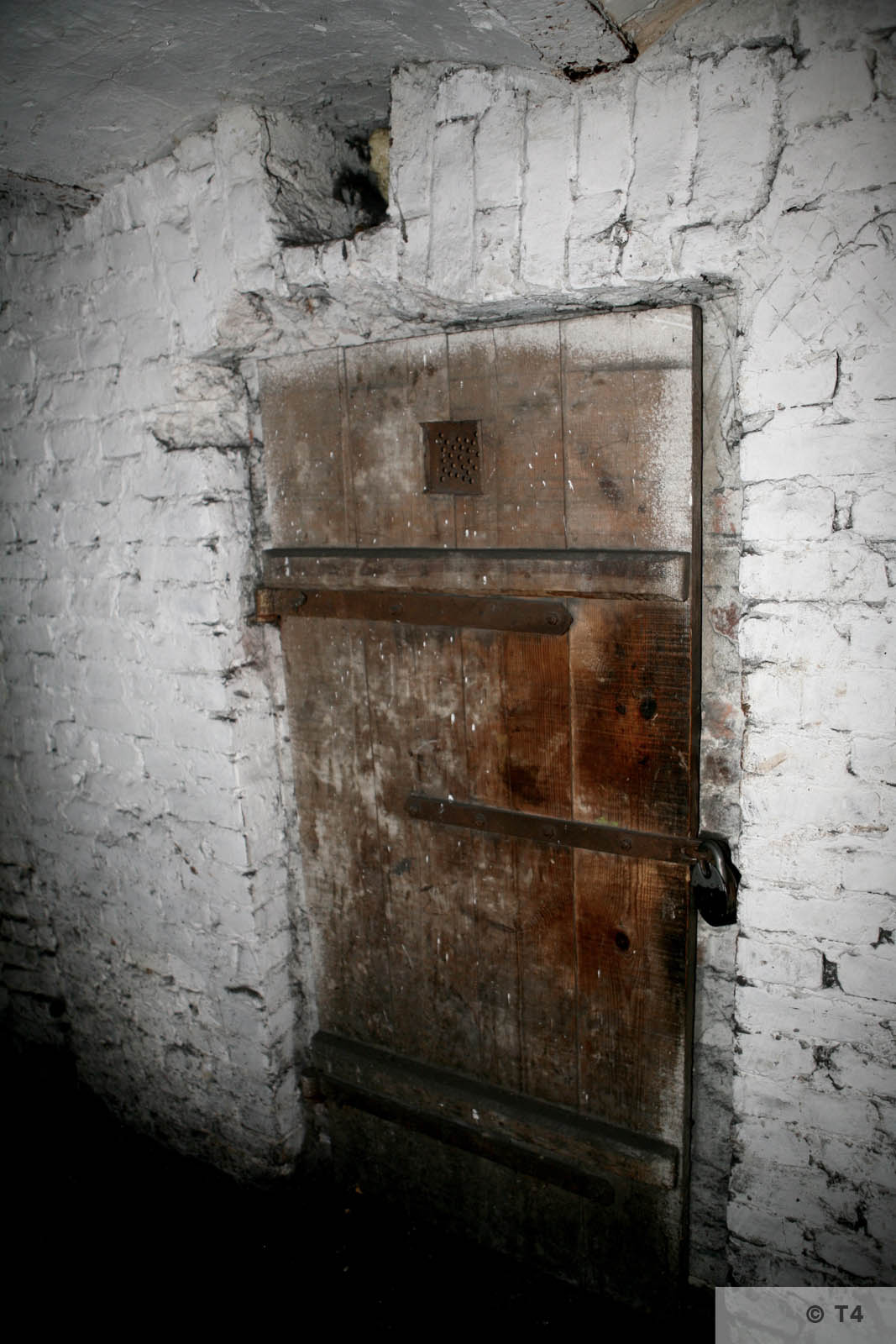 Former prisoner cells in the basement of the administration building and prisoner accomodation. 2008 T4 4565