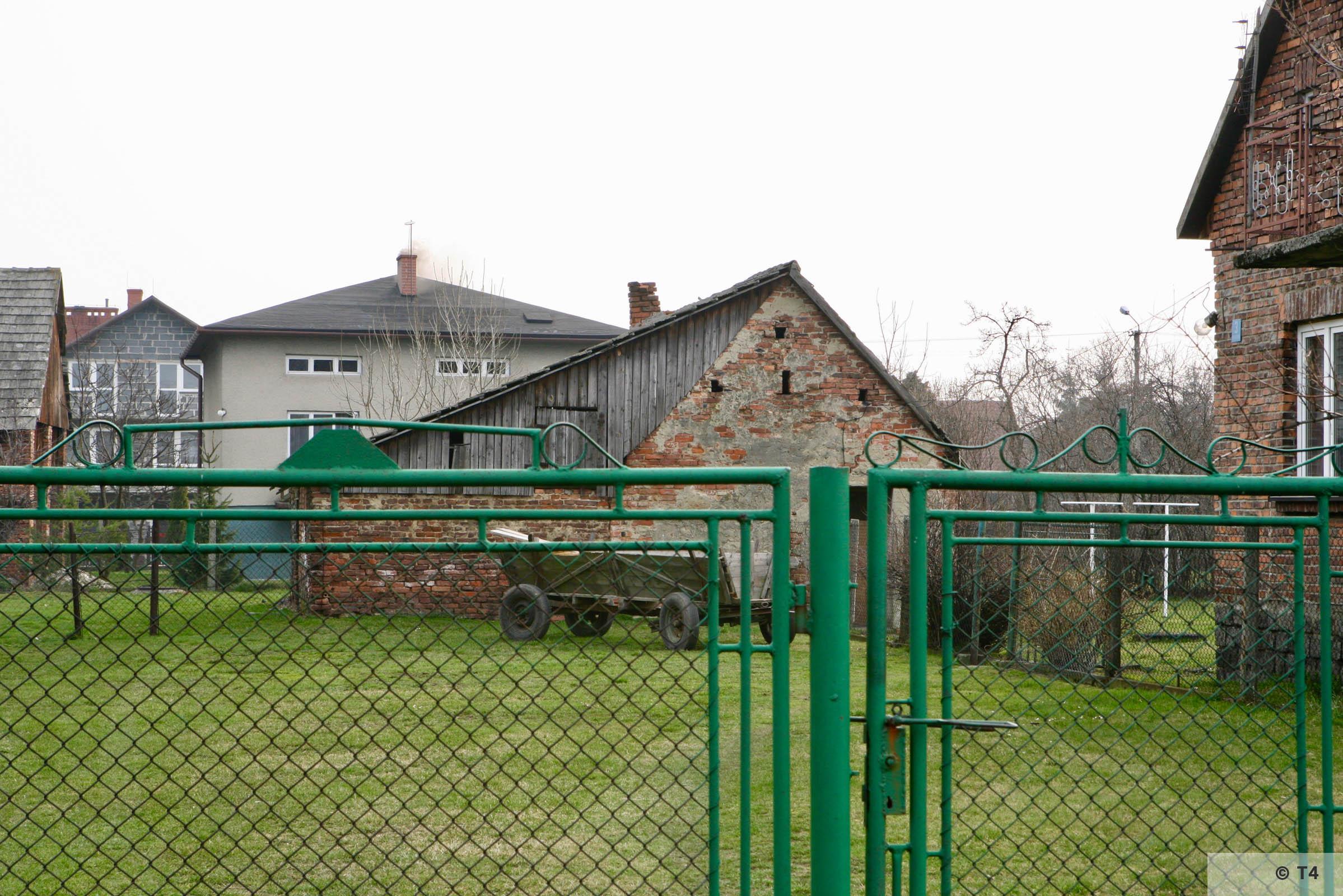 Former hen house. 2007 T4 3587