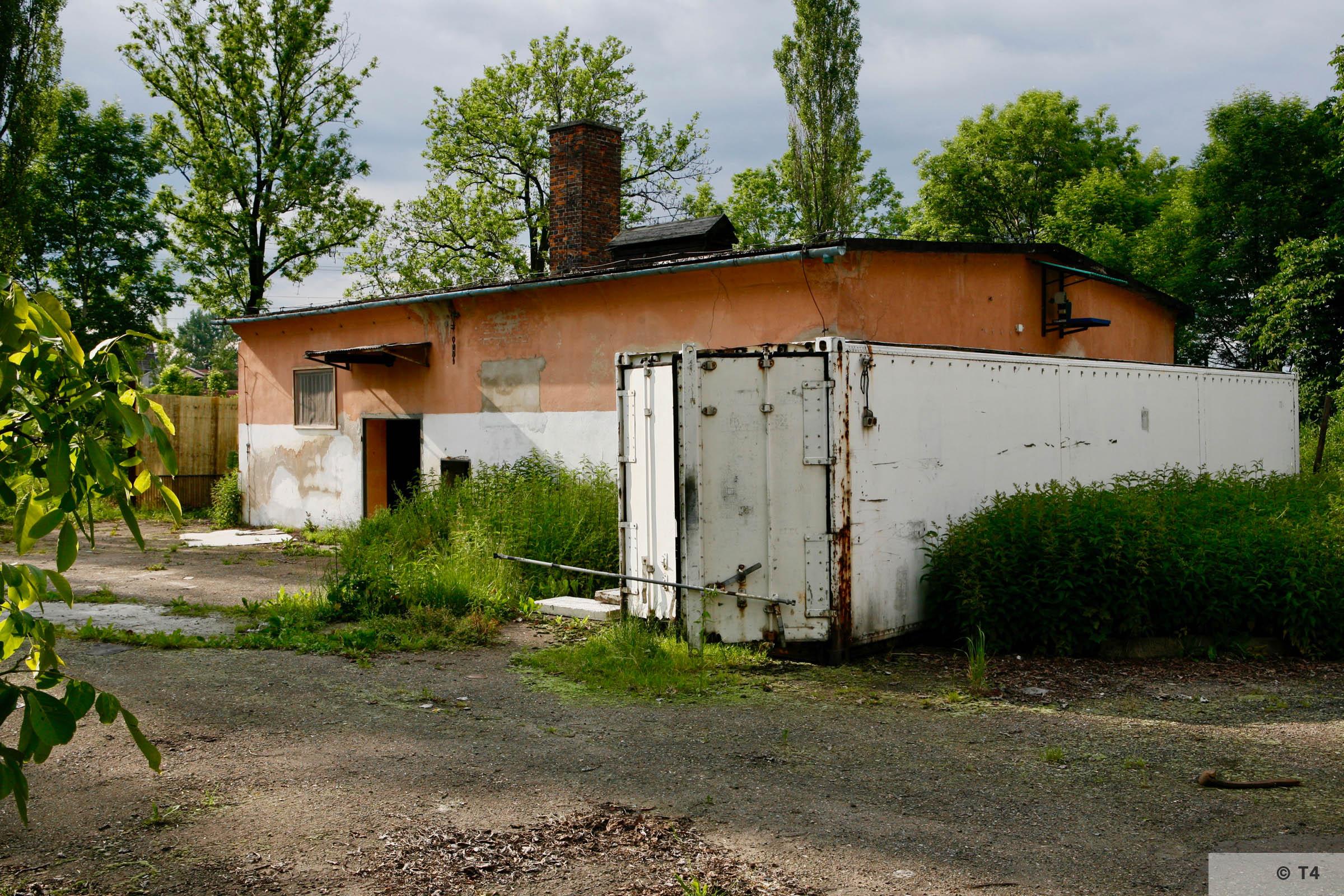 Former washroom building. 2006 T4 6743
