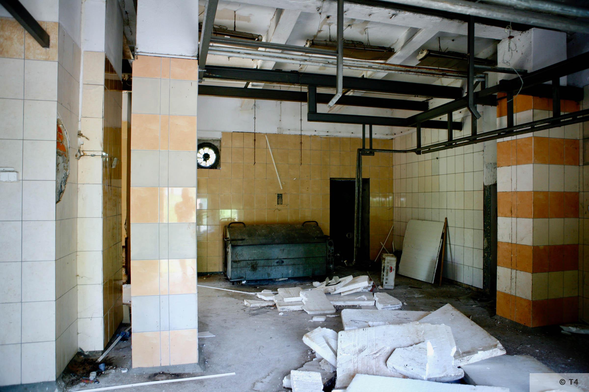 Former washroom building. 2006 T4 6745