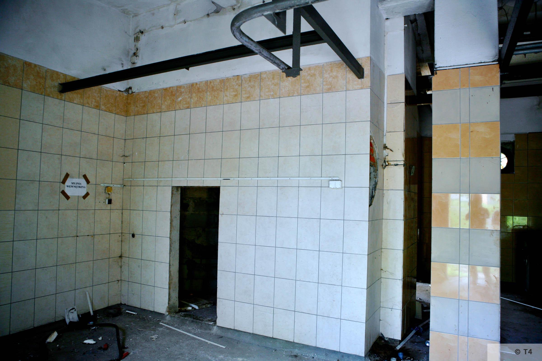 Former washroom building. 2006 T4 6746