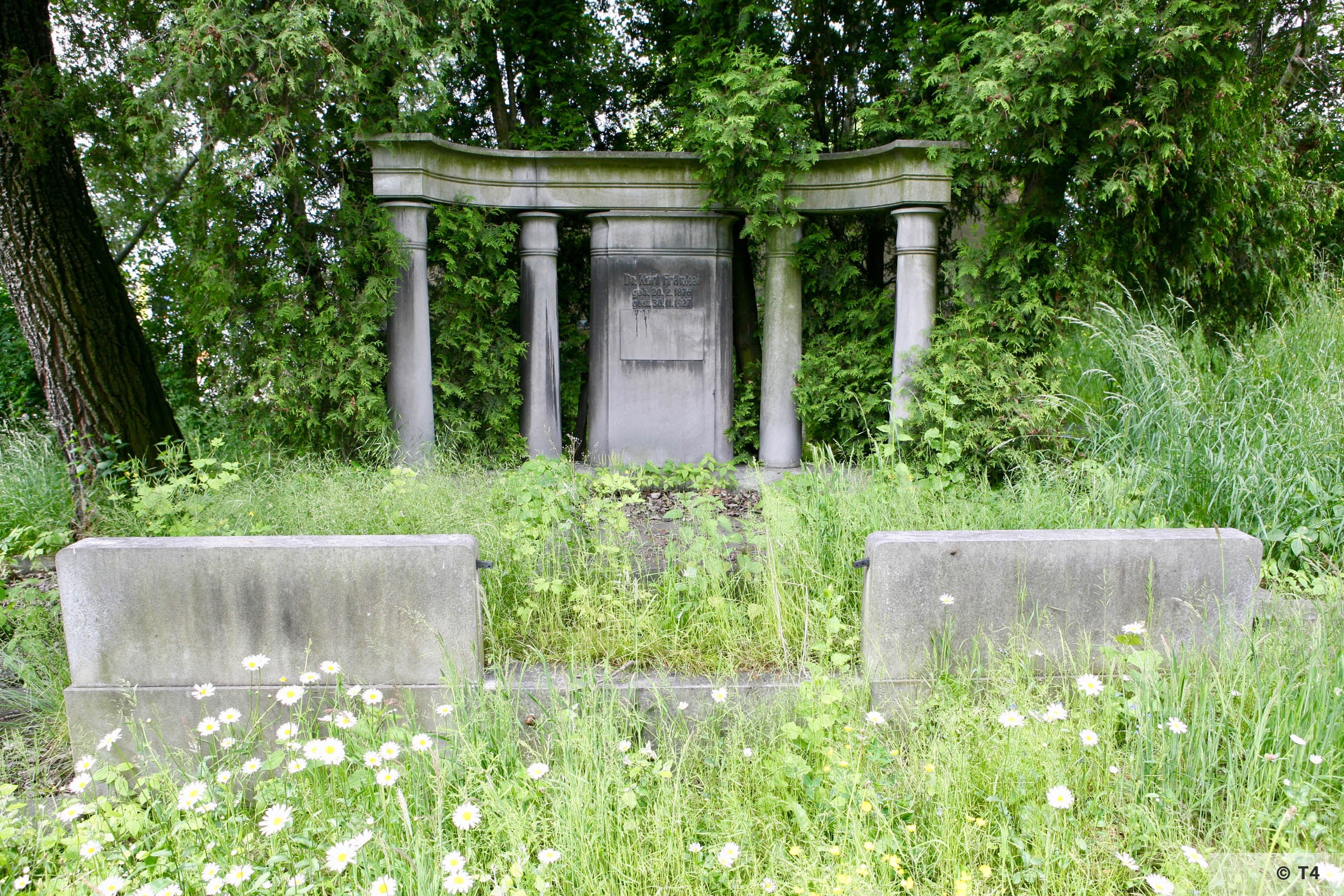 Fränkel grave in Prudnik Jewish cemetery. 2006 T4 5260
