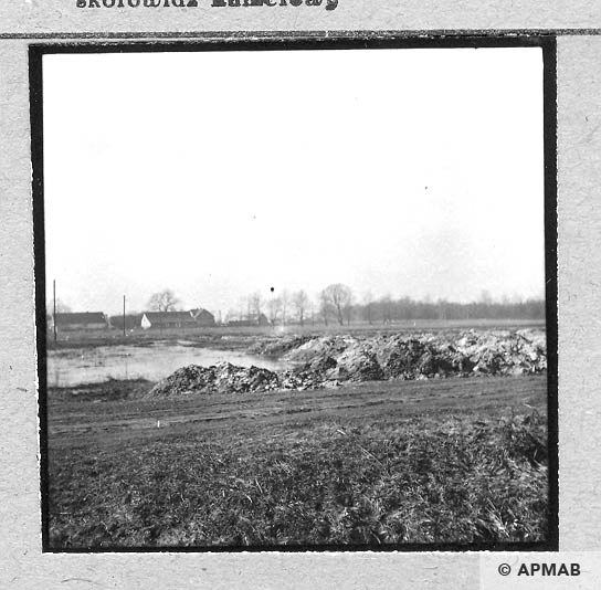 Fragment of the camp area in the background buildings of Paprotnik. 1959 APMAB 4397