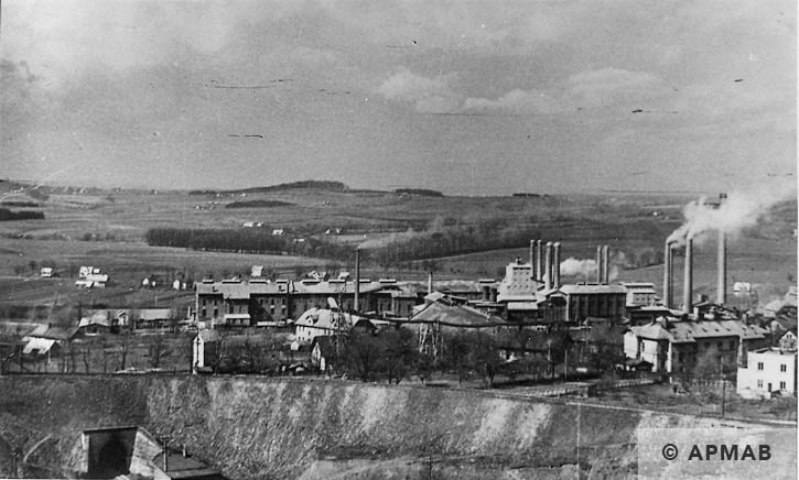 General view of Goleszaw cement plant. On the left warehouse building where the prisoners lived. 1949 APMAB 16564